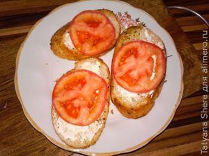 Чесночные гренки с помидорами