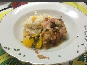 Тушёная курица в беконе и горчице с яичным рисом