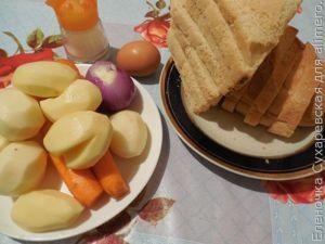 Гренки на сковороде с чесноком и овощами