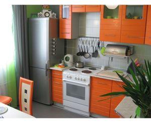Мне, как любителю оранжевого цвета, очень понравилась эта кухня. Ничего особенного в ней нет, но благодаря своей яркости смотрится стильно.