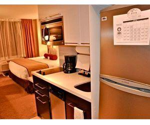 Кухня, совмещенная с комнатой, замечательное решение для хрущевки. На мой взгляд, это и удобно, и практично.