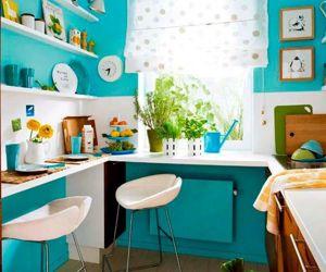 Очень понравилась цветовая гамма этой кухни. Но она совершенно непрактична из-за захламленности всякими сувенирами.