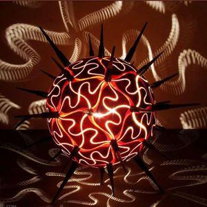 Эта необычная люстра изготовлена из древесной тыквы. Очень креативный вариант.