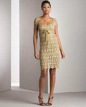 Очень красивое платье, связанное отдельными мотивами. Кстати, сейчас многие вяжут техникой безотрывного вязание, то есть, сразу соединяя все маленькие узоры.