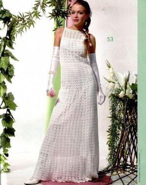 Современные невесты могут надеть и такой стильный вязаный наряд, сделанный своими руками. Можно, конечно, и заказать платье, но цены на такие изделия очень высокие.