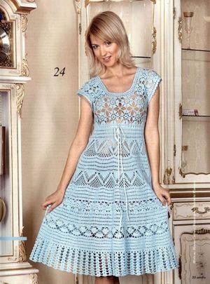 Еще одно платье, где используются разные мотивы. Но здесь уже более сложные для новичка узоры. Лиф платья вообще вяжется отдельными мотивами, которые потом соединяются между собой.