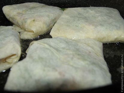Яичные конверты с брынзой и зеленым луком - рецепт пошаговый с фото