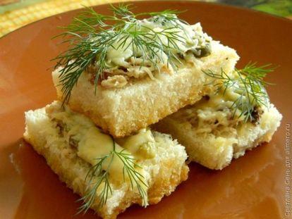 Бутерброды с сардиной и соленым огурцом - рецепт пошаговый с фото