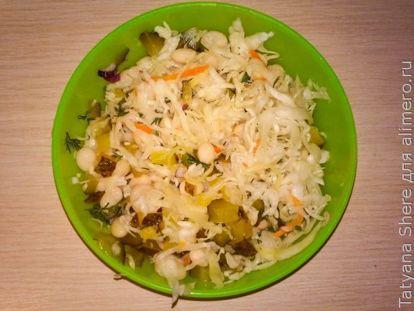 Вкусный диетический салат с фасолью