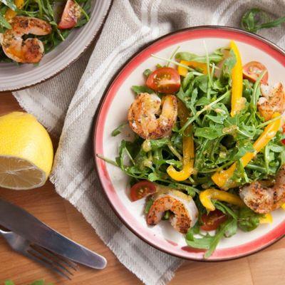 Заправка для салата с креветками и рукколой в домашних