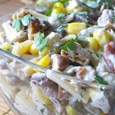 Салат из сыра и сухарей с фасолью