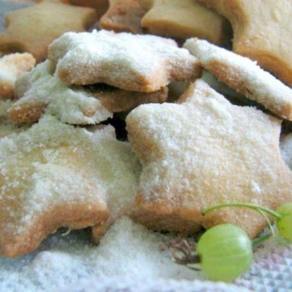 Пирог из слоеного теста с ягодами — рецепт с фото пошагово ...