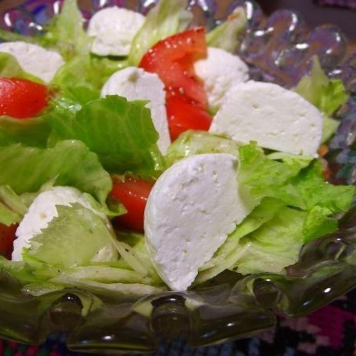 Салат из айсберга и копченой грудки