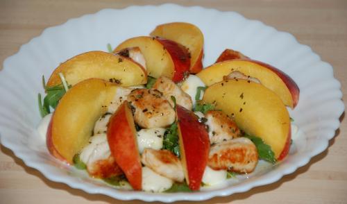 салат с консервированными персиком рецепт с фото