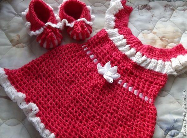 Вязаное платье для девочки 2 лет без швов