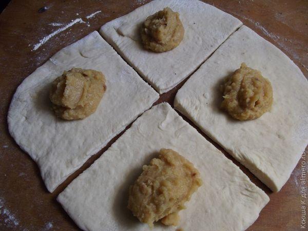 квадратные пирожки с горохом