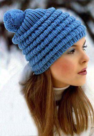 Помпоны, как деталь вязаной шапки могут быть небольшими, но они здорово украшают вязаную шапку.