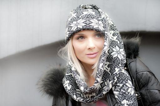 Шапка-чулок в этом сезоне снова в модном течении. Длина чулка изменчива и может быть настолько большой, что заменит вам шарф.