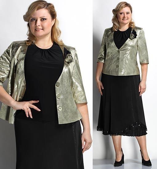 Платье черного цвета не всегда идет девушкам, поэтому темный цвет можно разбавлять светлым пиджаком.