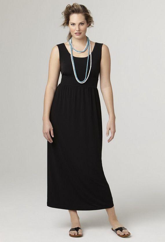 Удлиненное маленькое черное платье спасет ситуацию, когда ножки не настолько красивы, чтобы их всем показывать. В этом случае нужно максимально открывать верхнюю часть тела. Длина платья и аксессуары удлиняют силуэт.