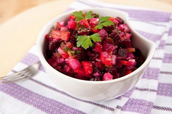 Винегрет - это постное блюдо, которое мы любим и часто готовим зимой. Для постного ужина он прекрасно подойдет.