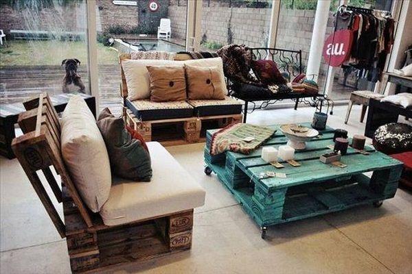 Место для отдыха может быть обустроено не только на улице, но и в доме.