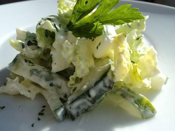 Салат из пекинской капусты с копченой колбасойы