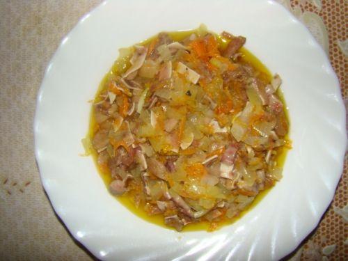 Польский теплый салат из свиных ушей.