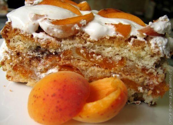 Торт со свежими абрикосами и корицей