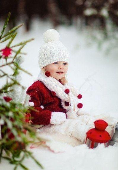 Зимой не хватает красок? Добавим их сами: яркая одежда, игрушка или украшения на елке.