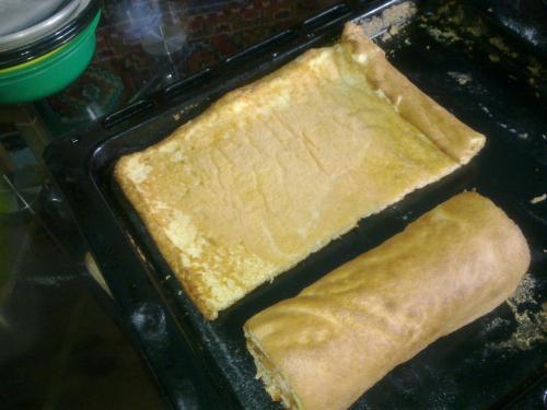 разворачиваем остывший бисквит
