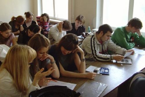 Студенты расслабляются после учебы