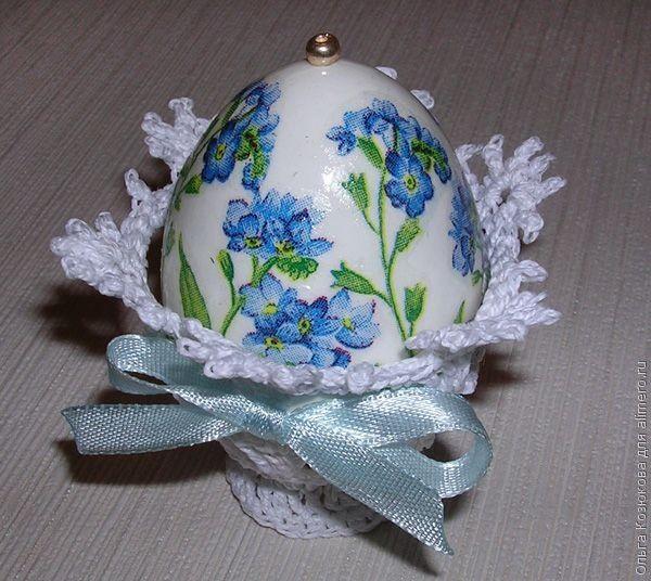Пасхальное яйцо на подставке