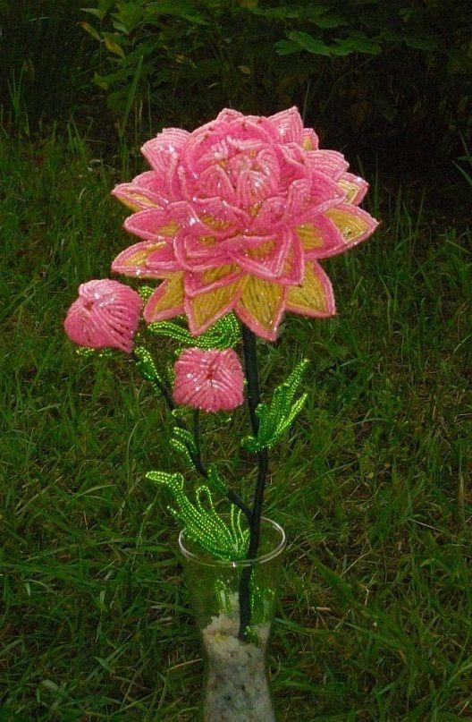Цветы из бисера - красота, которая не завянет.
