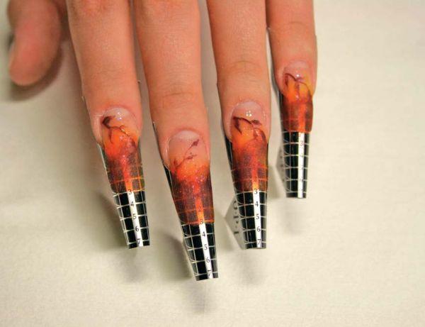 На сегодняшний день существует несколько методик наращивания ногтей и большое количество материалов.