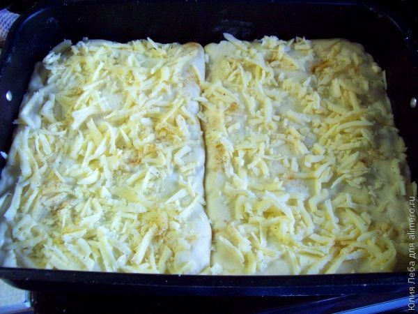 Закрытая пицца с фаршем и грибами