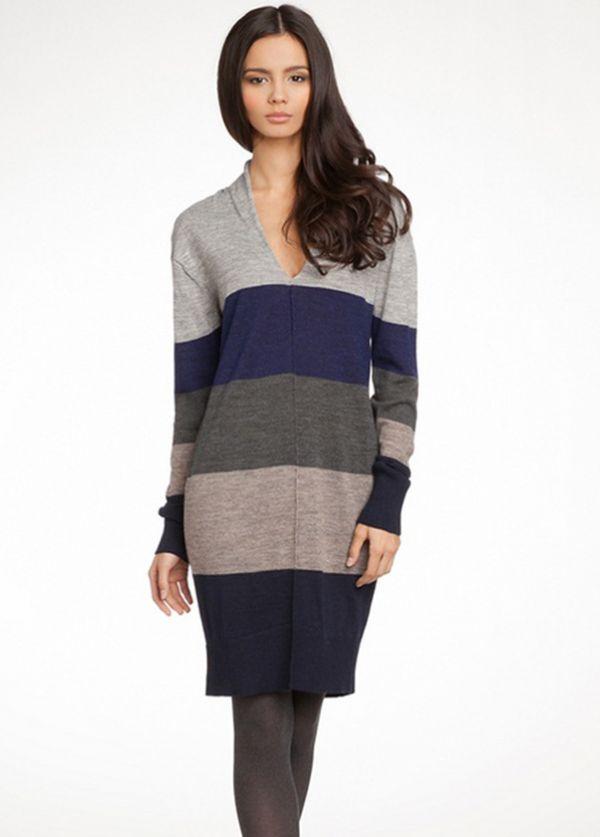 Платье полуприлегающего силуэта, выполнено из тонкого шерстяного трикотажа. Имеет V-образный вырез, рукава и низ модели провязаны резинкой.