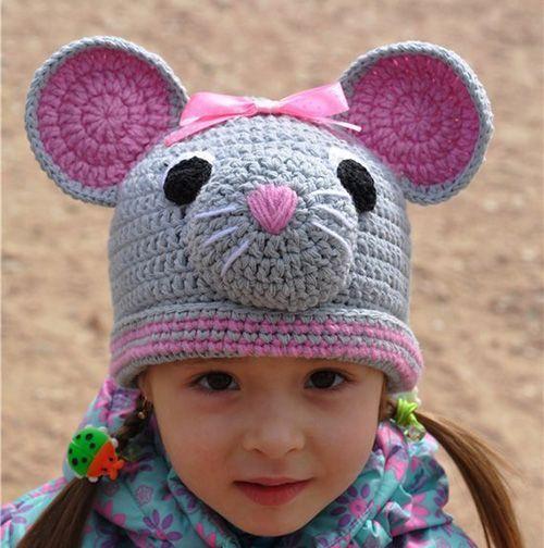 В продолжение темы мышей ещё один вариант шапочки. На мой взгляд, цветовое сочетание серого и розового – одно из самых удачных.