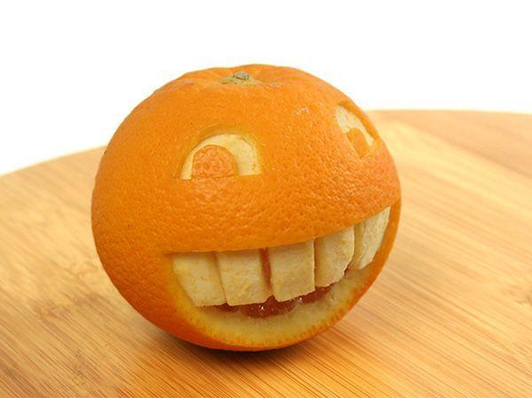 Такой позитивный вариант придётся по вкусу многим любителям Интернет-общения, ведь этот апельсин – готовый смайл.