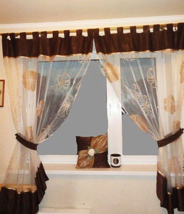 Шторы под названием «Кофе с карамелью» дополняет декоративная наволочка на молнии, сшитая для подушки кухонного дивана.