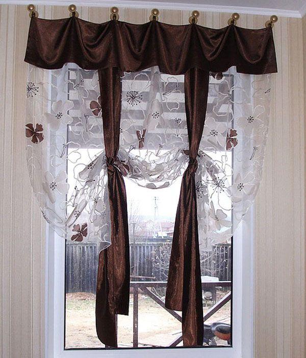 """Фантазия на тему """"австрийских штор"""". Ткань подобрана под цвет кухонной плитки. Декоративные ленты можно развязать и закрыть шторами всё окно."""