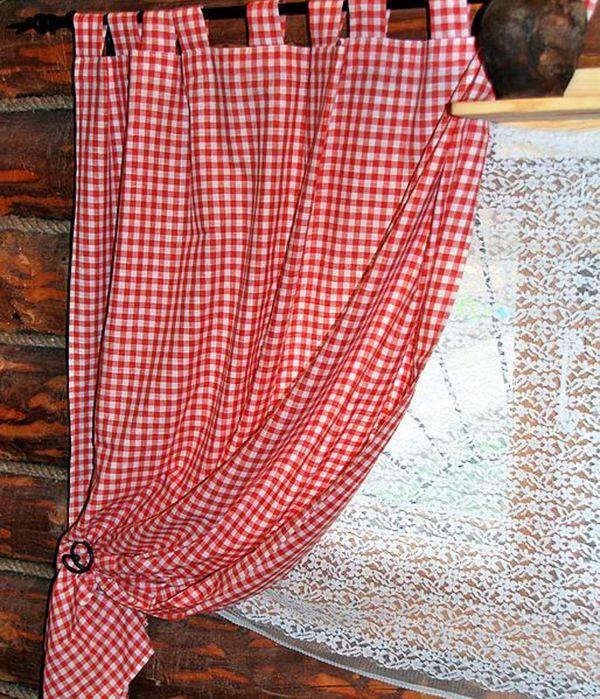 Короткая штора, выполненная из хлопковой ткани в бело-красную клетку, отлично подойдёт для кухни в стиле кантри.