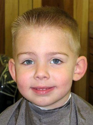 Ежик - очень популярная прическа для мальчиков.  Она к лицу тем, у кого прямоугольная или овальная форма лица.