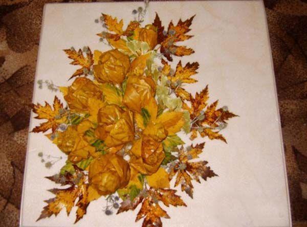 Поделка из листьев и цветов