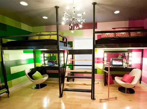 Очень интересный дизайн детской. Кровати навесные, располагаются над рабочими местами. Обратите внимание на оформление стен и стык оттенков.