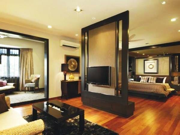Такой метод разграничения комнат будет уместно смотреться в комнате большой площади и с высоким потолком.