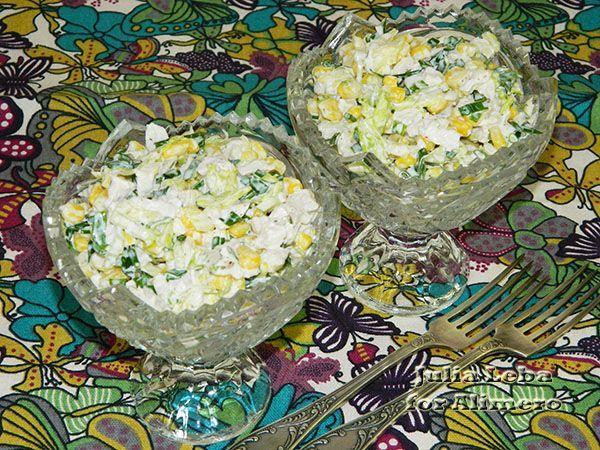 Вкусный и сочный салат с курицей