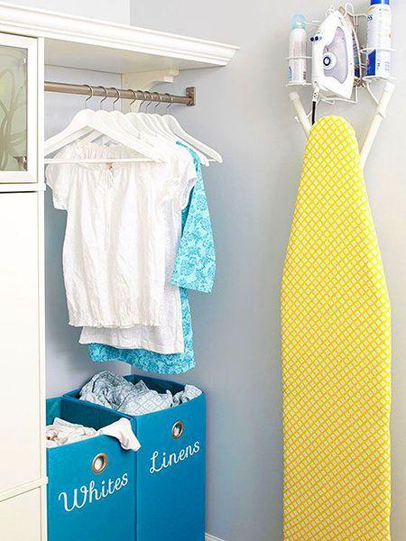 Как вариант – сделать на стене симпатичное крепление/крючок. Гладильная доска может стать элементом декора, если обить её красивой жароустойчивой тканью.