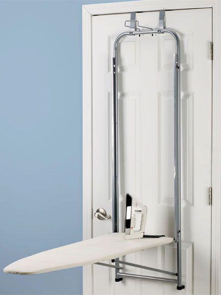 На дверь можно купить и прикрепить специальный держатель. На нём сможет разместиться как доска, так и утюг (сверху над сложенной доской).