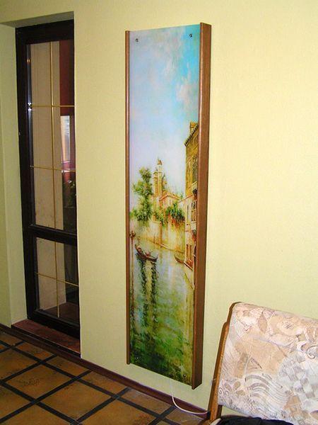 Если предыдущая идея вас заинтересовала, но такое большое зеркало не входит в ваши планы, можно сделать декоративный фасад!